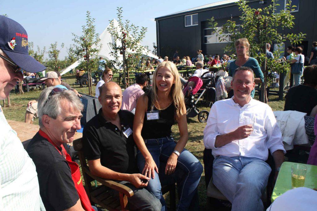 Ein Schnappschuss auf dem Apfelfest 2016 mit der Familie Happel und dem Oberbürgermeister
